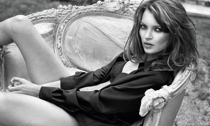 Fascinující iodvážné fotky Kate Moss jdou doaukce
