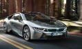 Sportovní automobil BMW i8 poháněný plug-in hybridem
