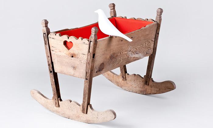 Studenti spojili tradiční nábytek skusy značky Vitra
