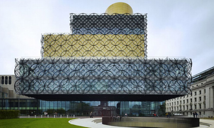 Birmingham otevírá knihovnu sprůmyslovou fasádou