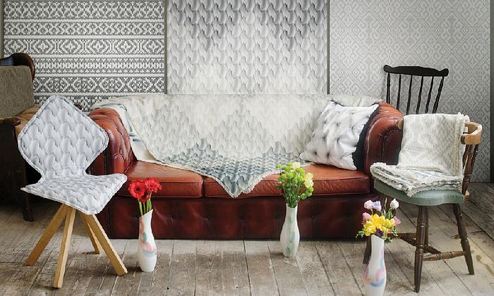 Interiér lehce ozvláštní pletené nebo trhací tapety