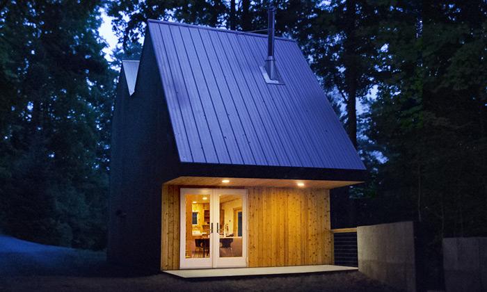 Nad jezerem vNew Yorku vyrostl miniaturní domek