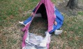 Stan ukrytý v botách Walking Shelter od Sibling