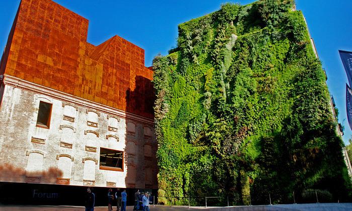Patrick Blanc vytváří vertikální zahrady nafasády