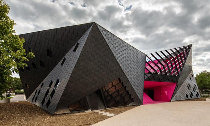 Francie má kulturní centrum jako spadlý meteorit