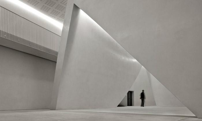 Ando postavil vBenátkách minimalistické Teatrino