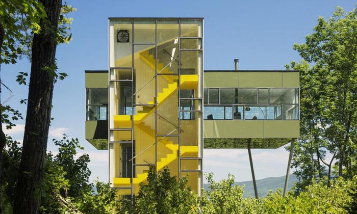 Tower House jeskleněná věž sloužící jako chata