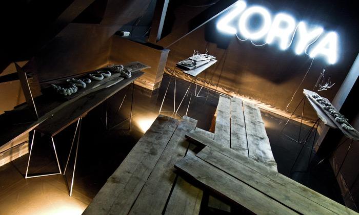 Zorya představila vinstalaci navodě nové šperky