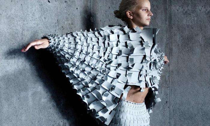Matija Čop architektonicky sestavil šaty Object 12-1