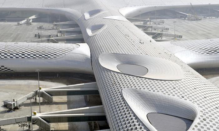 Shenzhen otevřel bílé síťované letiště odFuksas