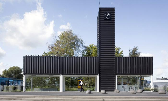 NL Architects složili zkontejnerů moderní zastávku