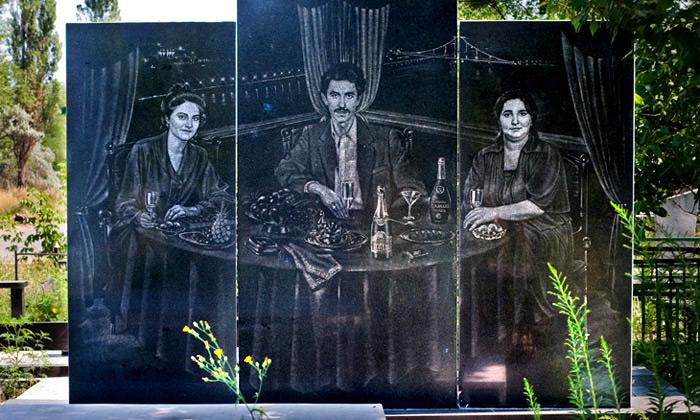 Londýn vystavuje náhrobky sportréty ruské mafie