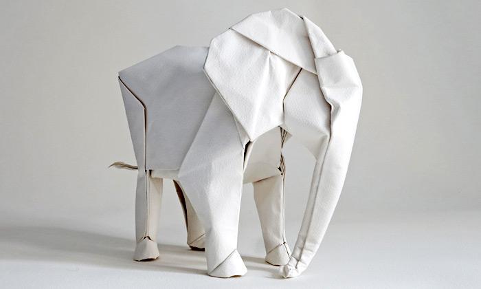 Sipho Mabona vytvoří třímetrového slona zorigami