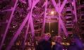 Vánoční stromek v Budapešti ze 365 sáněk od Hello Wood