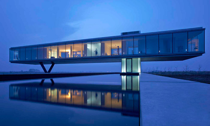 Vila Kogelhof sejako box ze skla vznáší nad krajinou