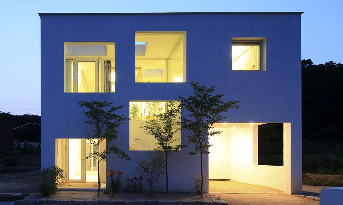 Minimalistický dům 9×9 experimentuje sinteriérem