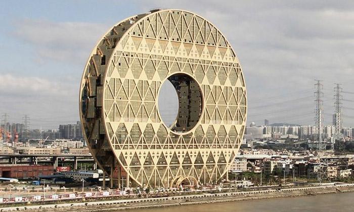 Čína postavila vKantonu budovu tvaru obřího disku