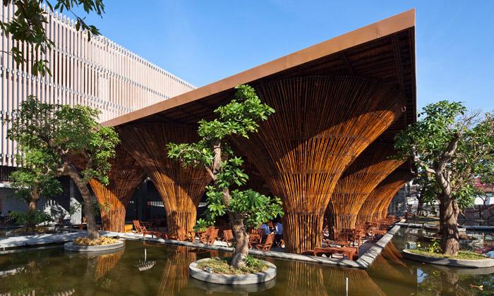 Ve Vietnamu postavili stylovou kavárnu zbambusu