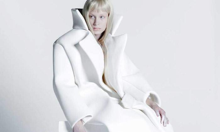 Melitta Baumeister tvoří sošnou módu budoucnosti