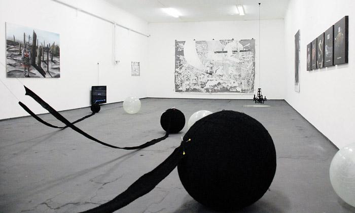 Bratislava vystavila výtvarná díla černější než černá