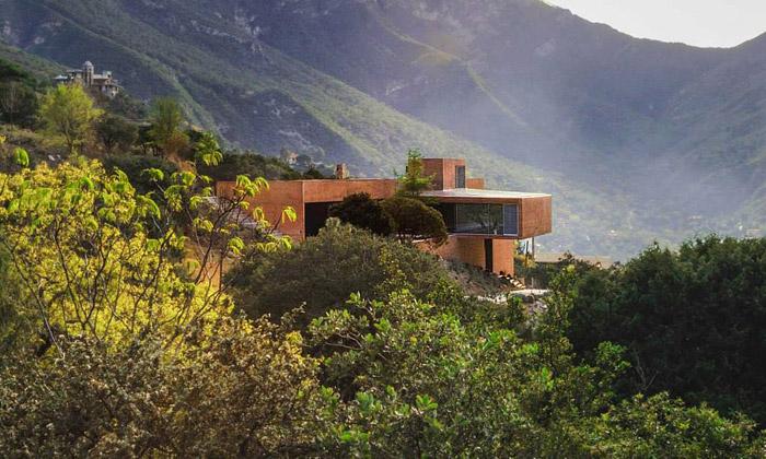 Casa Narigua ječervený skvost uprostřed pralesa