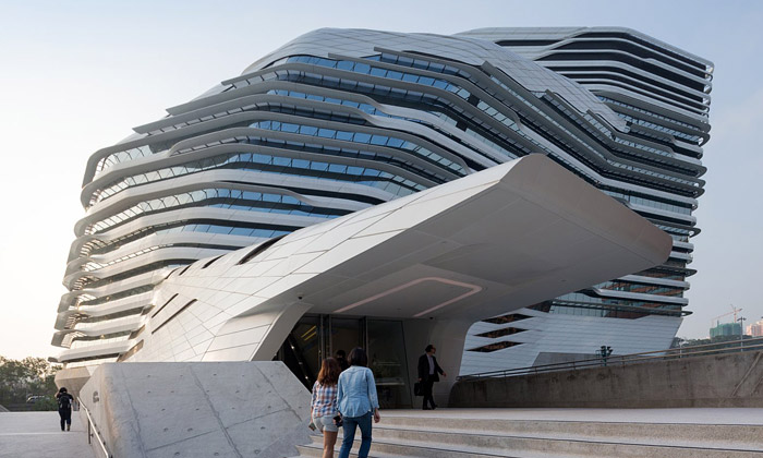 Zaha Hadid postavila univerzitu stvarem meteoritu