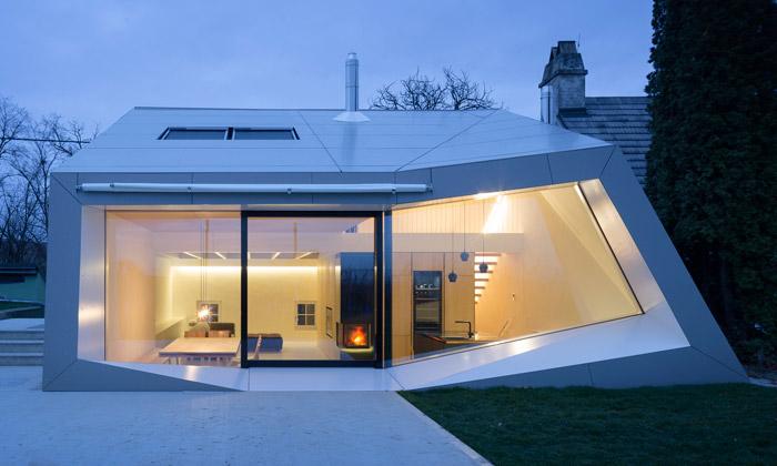 Rakouský vinný sklep nadchne zalomenu střechou