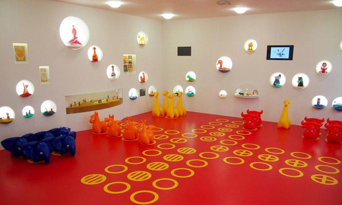 Hřiště hraček jehravá retro výstava Libuše Niklové