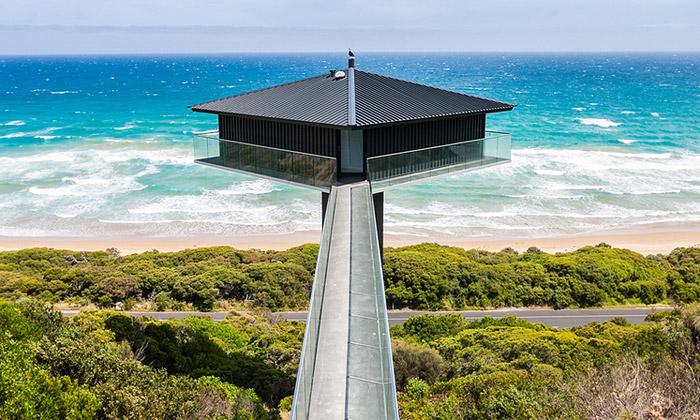 Pole House vesvahu má skvostný výhled napobřeží