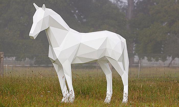 Ben Foster vytváří sochy vharmonii spřírodou