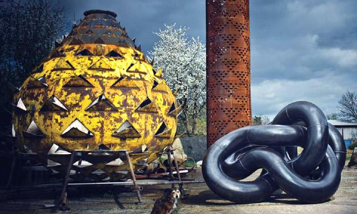 Suška aRais vystavují sochy vBotanické zahradě