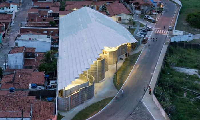 Herzog & de Meuron postavili bílou Arenu doMorro