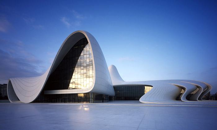 Design roku má Heydar Aliyev Center odZahy Hadid