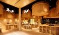 Interiér obchodu se sojovou omáčkou Kayanoya od Kengo Kuma