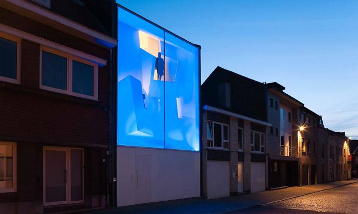 Úzký belgický dům Narrow House připomíná sochu