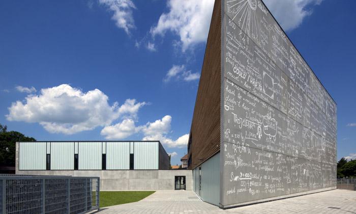 Základní škola vRoztokách rozšířena onové budovy