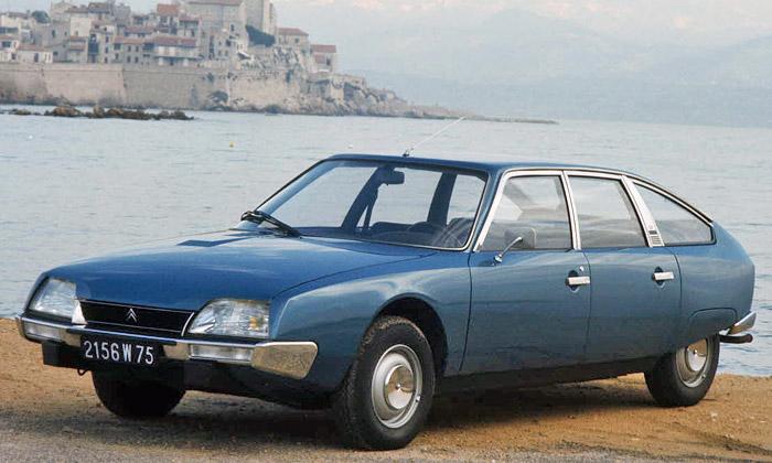 Citroën CX sfuturistickým interiérem slaví čtyřicet
