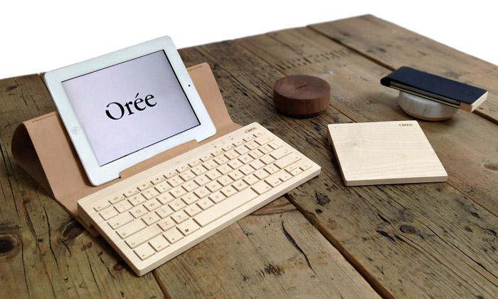 Orée má klávesnici ze dřeva inabíječku zmramoru
