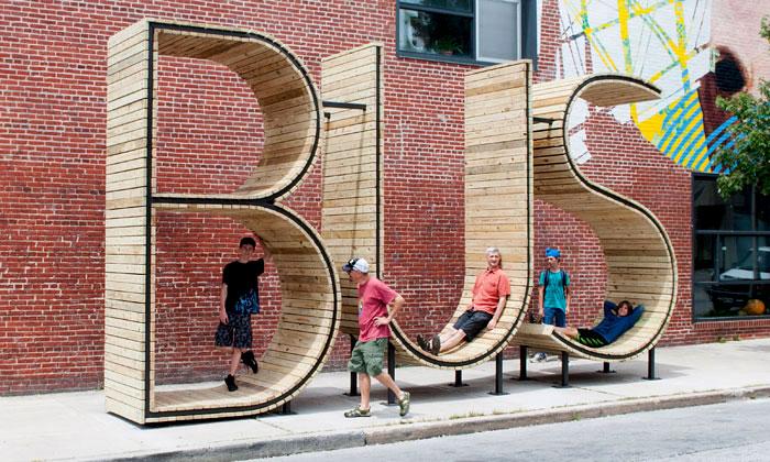 Baltimore ozdobila autobusová zastávka zpísmen