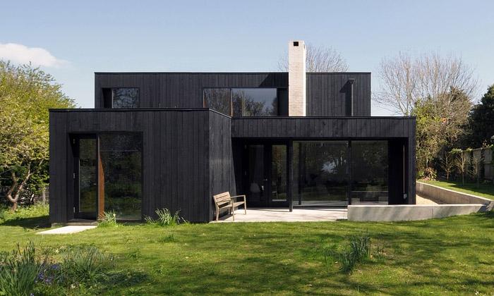 Anglický ostrov Wight ozdobil černý dům The Sett