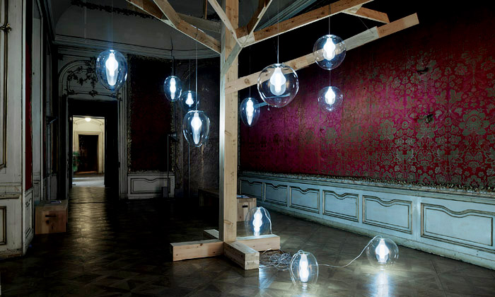 Colloredo-Mansfeldský palác vystavuje art design