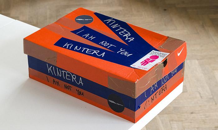 Laboratoř vyrobila Kinterovi katalog vkrabici odbot