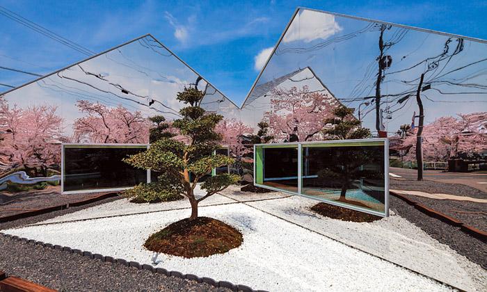 Mirrors jejaponská kavárna sezrcadlovou fasádou