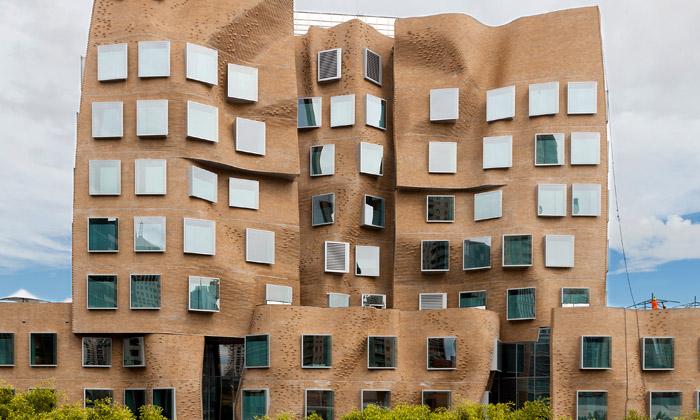 Frank Gehry postavil Sydney zmačkané křídlo školy
