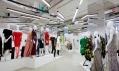 Ukázka z výstavy Women Fashion Power v Design Museum v Londýně