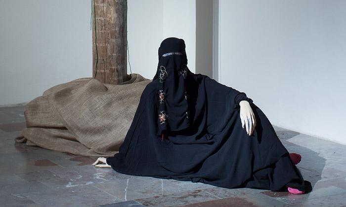 Karíma Al-Mukhtarová spojila vPraze umění idesign
