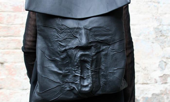 Kofta navrhuje hororové ivesmírné módní doplňky