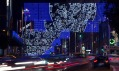 Vánoční instalace vulicích Madridu jménem Moon odstudia Brut Deluxe