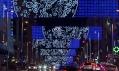 Vánoční instalace v ulicích Madridu jménem Moon od studia Brut Deluxe