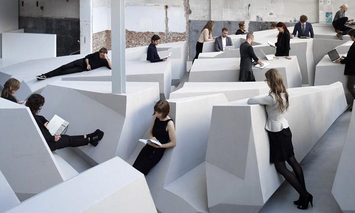 Nizozemci navrhli kancelář budoucnosti bez židlí